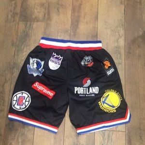 Supreme NBA shorts size Large